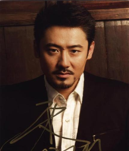 和黄磊主演了《悲伤时唱首歌》.贾静雯和黄磊在拍此戏时就传